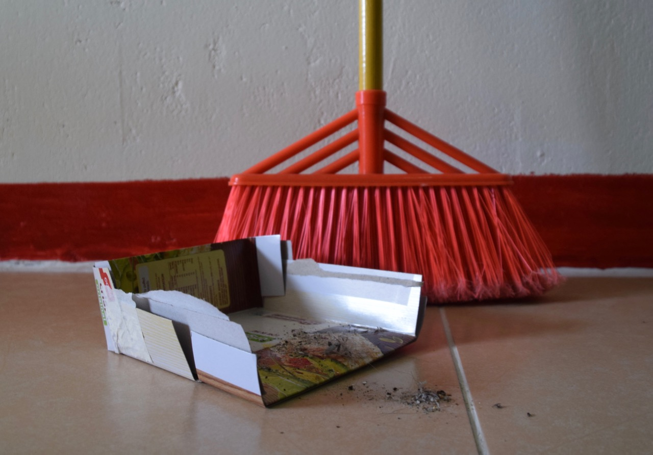 Mrs. MacGyver Makes a Dustpan
